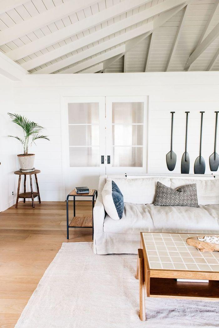 holzdecke weiß maditerane einrichtung hohe decke wohnzimmer gestalten villa am meer