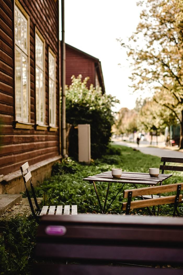 holzhaus vs massivhaus bevorzugen holzhaus bio solar haus de holzhaus garten holzbank stuhl tisch