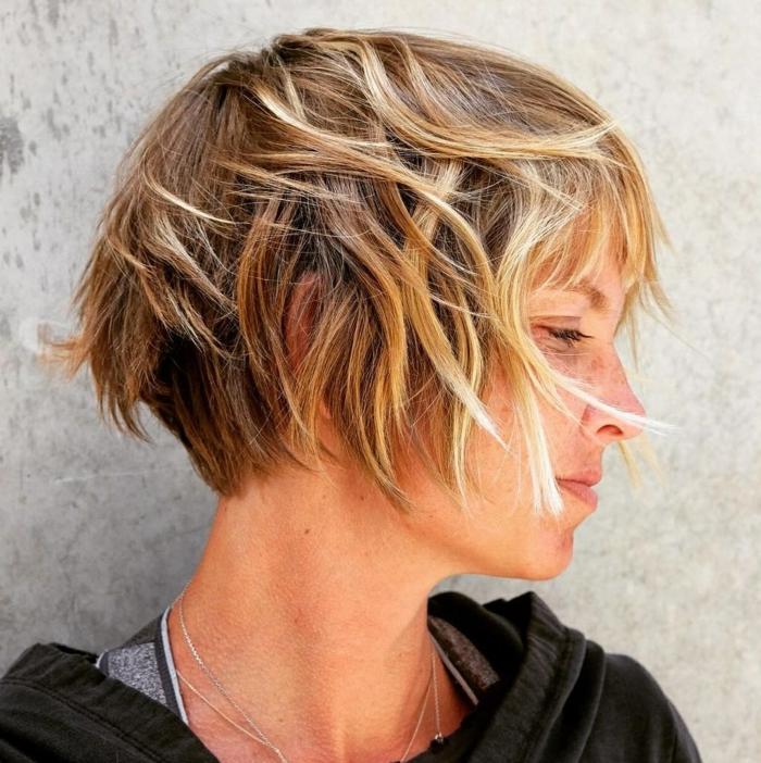 inspiration kurzhaarfrisuren blond mit strähnen frisuren 2021 bob ideen und inspo kurze haare