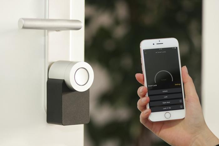 intelligentes haus vorteile smart wohnen türen per app schließen komfort zuhause sicherheit vor einbrechern
