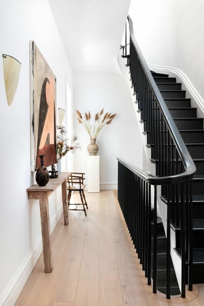 interior design ideen und inspiration eingangsbereich gestalten schwarze treppen großes gemälde an die wand flur ideen einrichtung modern