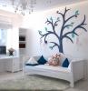 kinderzimmer einrichten und dekorieren kinderzimmergestaltung in weiß und blau wantsticker baum weiße möbel kinderzimmermöbel