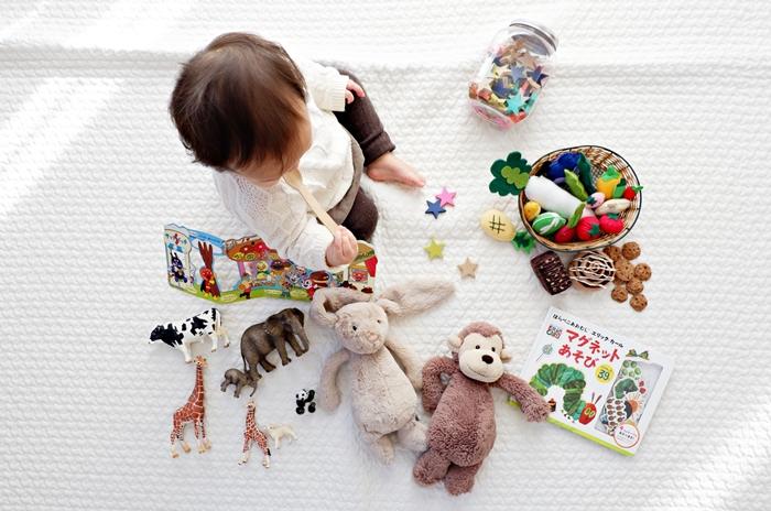 kinderzimmer einrichten und dekorieren kleines baby spielzeuge spielen im zimmer babyzimmer gestalten