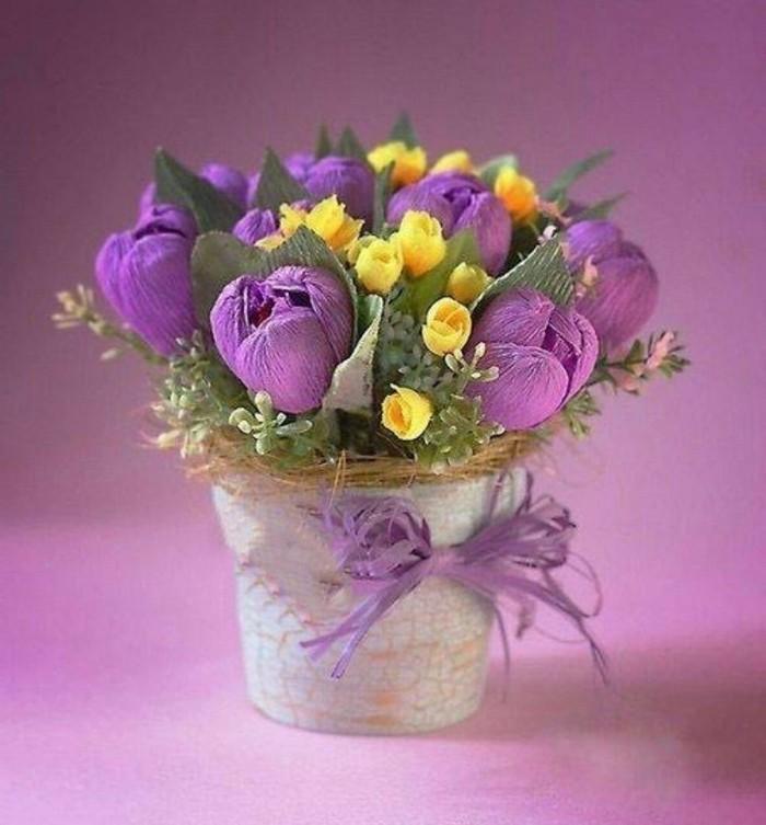kurzfristige geschenke selber machen basteln zum muttertag geschenke für mama selber machen schöne muttertagsgeschenke blumen aus papier basteln lila tulpen aus krepppapier in topf