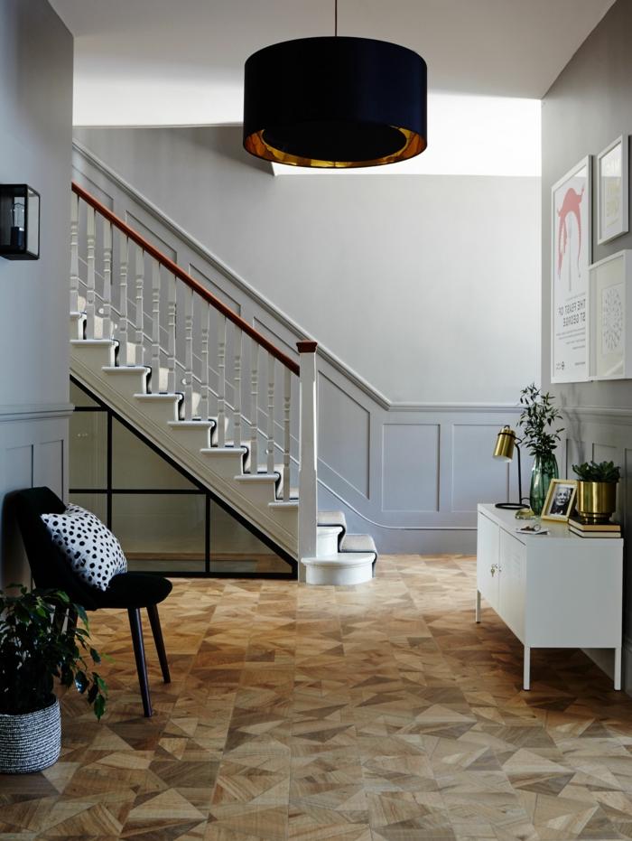 lifestyle interior inspiration luxuriöse inneneinrichtung flur farben treppenhaus beispiele graue wandfarbe dekoration eingangsbereiche ideen und inspo