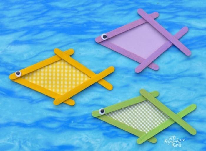 meerestiere fische bunt mit eisstäbchen basteln diy dekoration kreative ideen basteln mit kindern