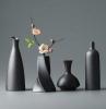 moderne schwarze vasen moderne wohnaccessoires