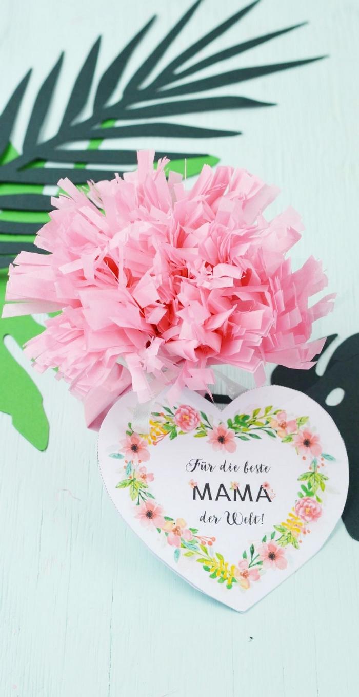 muttertagsgeschenk basteln kinder bastelideen muttertag selbstgemachte geschenke mama geschenk für mama basteln mit kindern grußkarte herzform rosa blumen aus papier basteln kaffefilter
