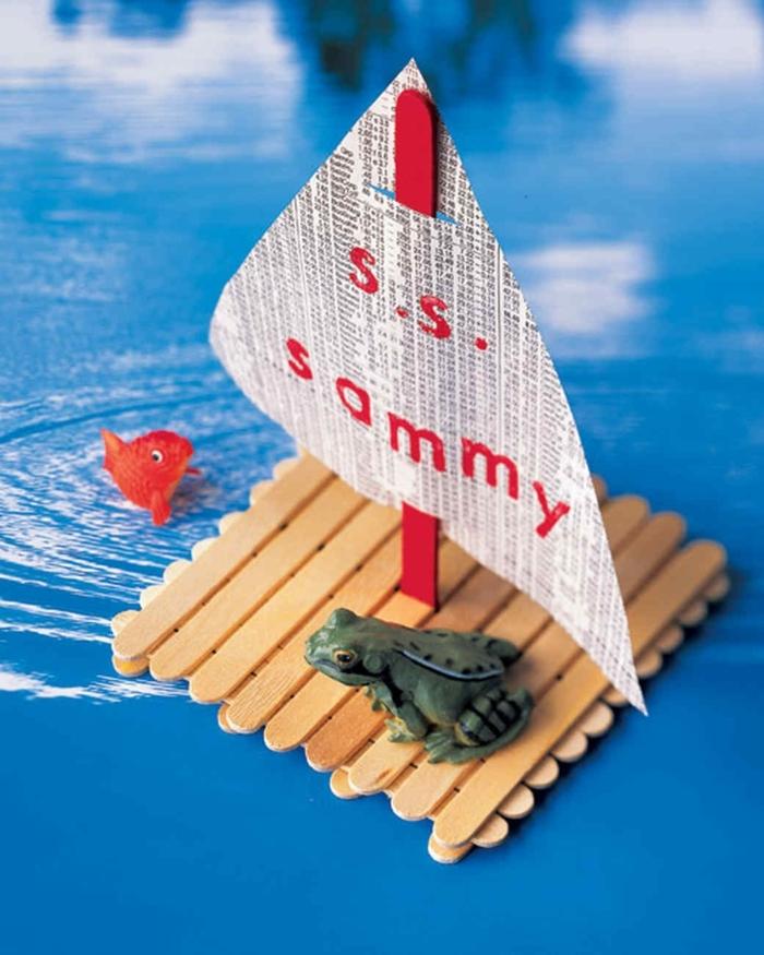 spielzeug boot aus holzstäbchen selber machen basteln mit kindern inspiration eisstiele basteln kreative ideen deko frosch