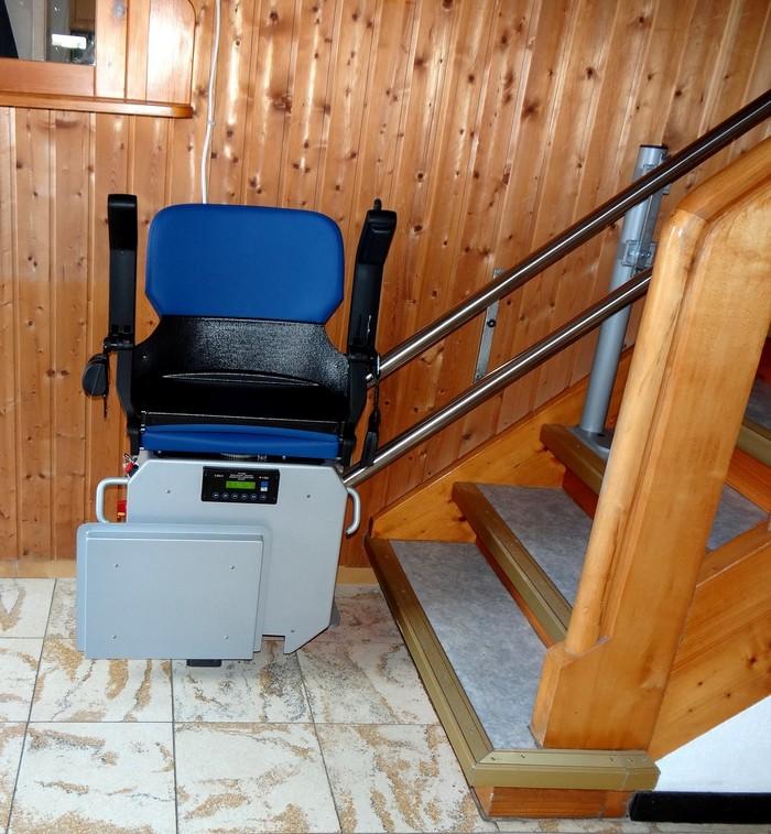 treppenstuhl blau zu hause setzen alte leute berücksichtigen garaventalift de