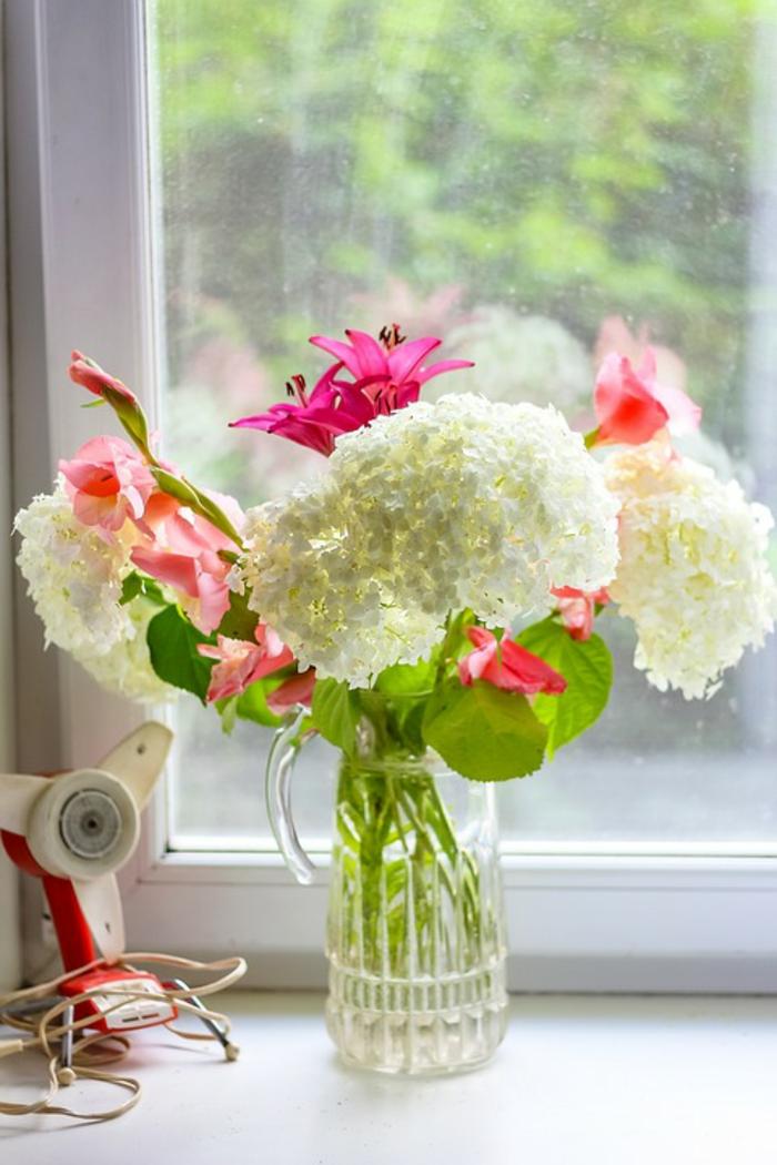 vase mit schönen weißen und pinken blumen kunststofffenster kaufen wieso es sich lohnt