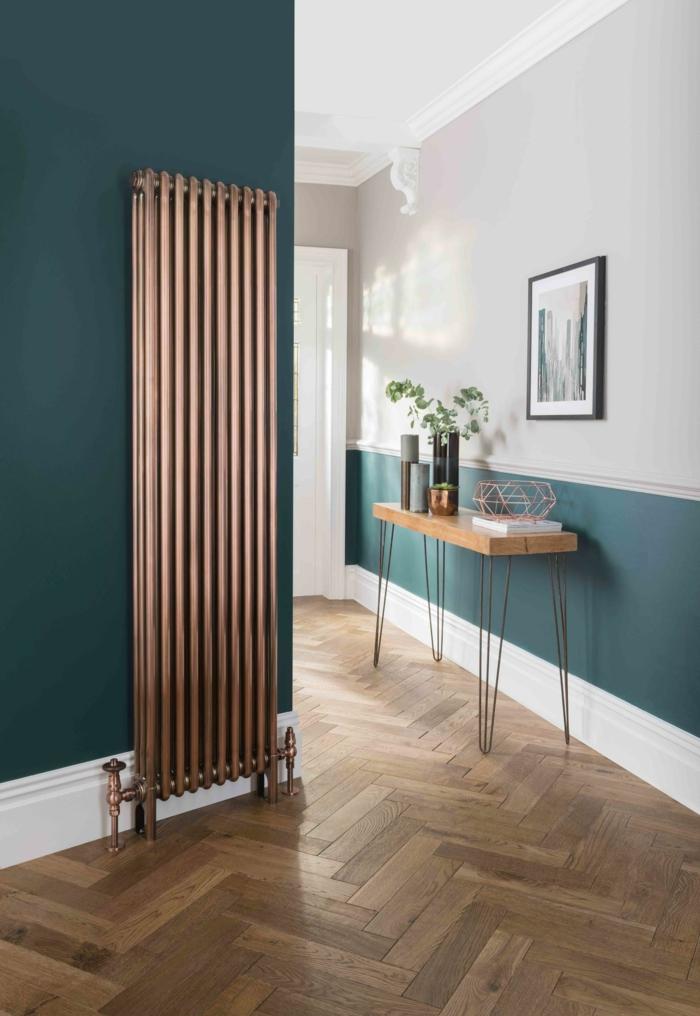 wand in zwei farben grün blau und weiß minimalistischer tisch aus holz mit metallbeinen kleinen flur gestalten inspiration für die inneneinrichtung