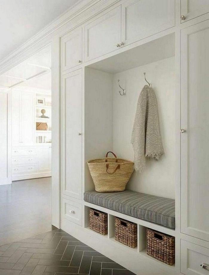 wandniche im flur ideen für den eingangsraum weiße schränke inneneinrichtung inspiration minimalistische gestatung