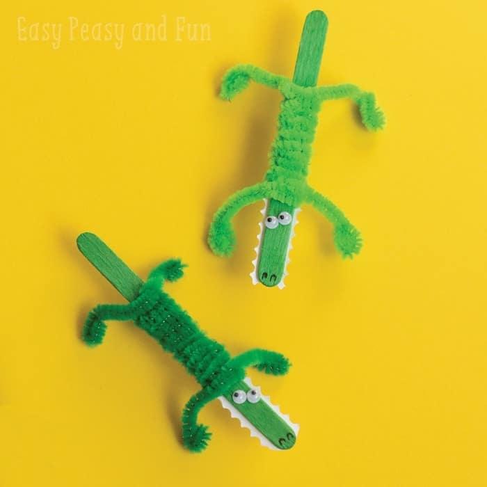 zwei grüne krokodile aus holzstäbchen kreative dekoration selber machen basteln mit holzstäbchen mit kindern