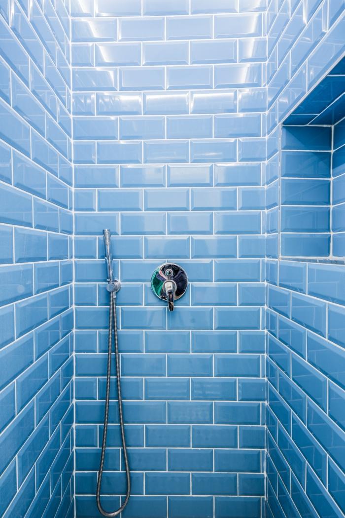 duschthermostat wählen wichtige informationen und tipps badezimmer mischbatterie blaue fliesen