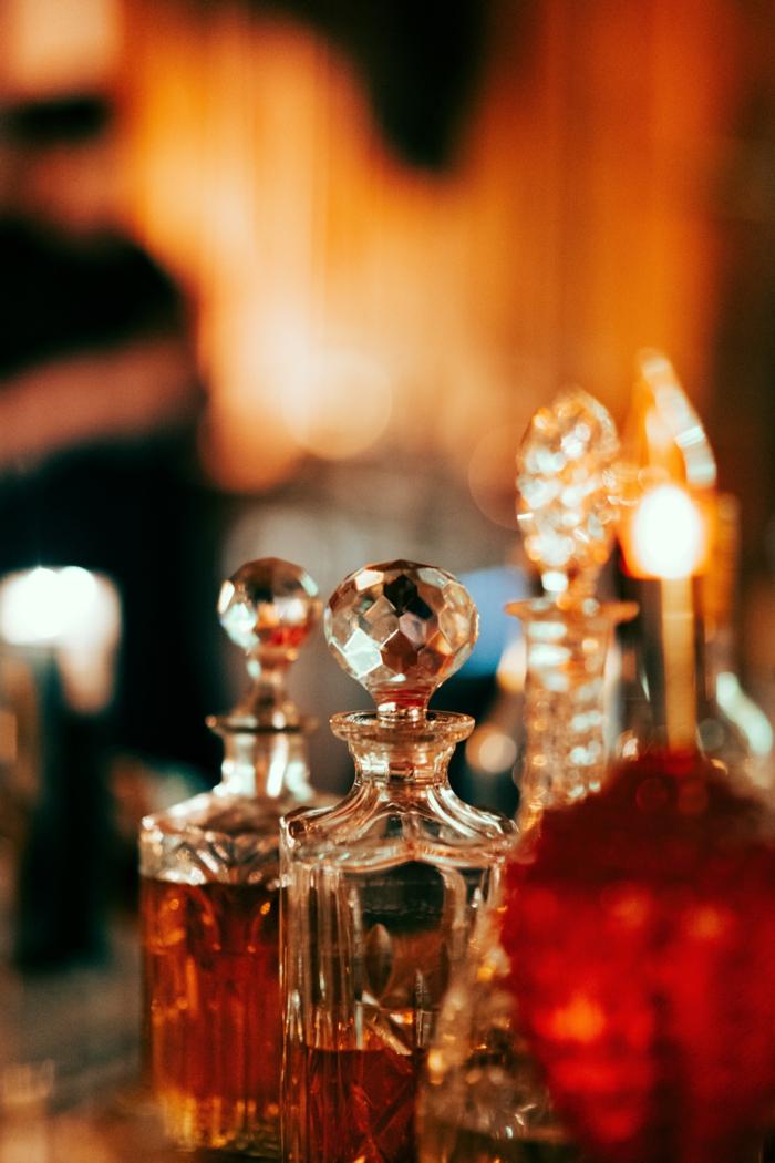 kleine flaschen mit parfüm