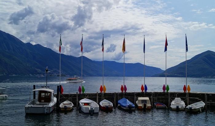 lago maggiore urlaub in ascona machen see kai mit fahnen
