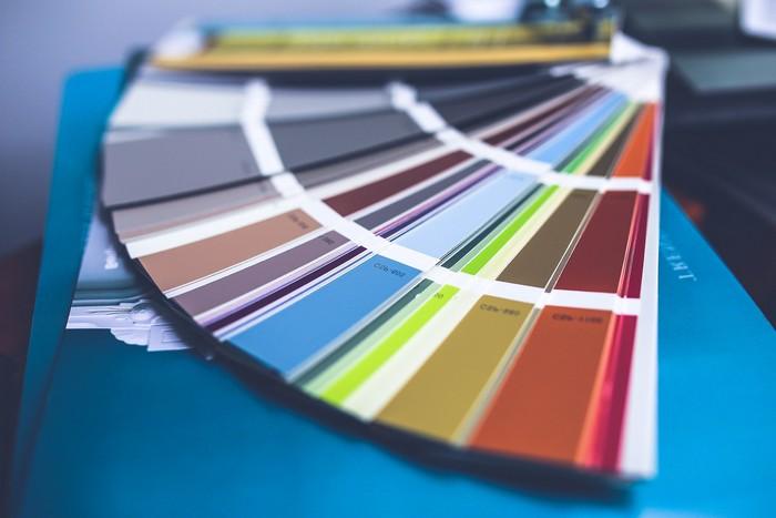 wände restaurieren färben haus renovieren palette mit farben für wände holzprofi 24
