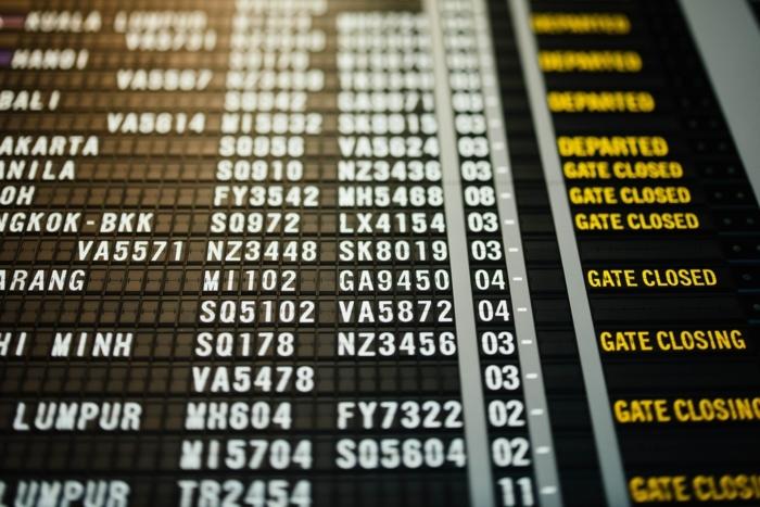 großer bildschirm flughafen tipps und tricks für eine sichere reise