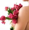 körperpflege mit falce azzurra haut pflegen hautpflege frau rota tulpen
