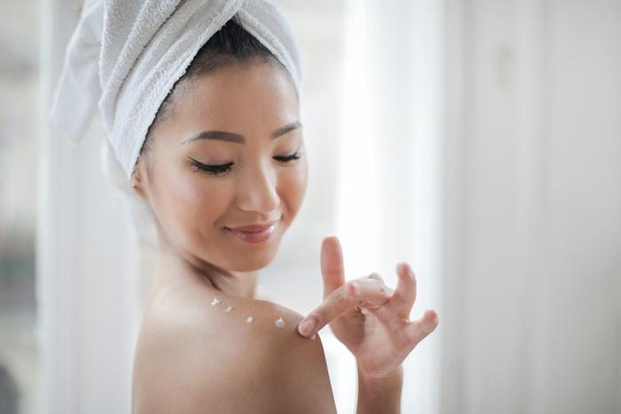 körperpflege mit felce azzurra hautgesundheit hautschönheit bewahren frau produkte zum duschen
