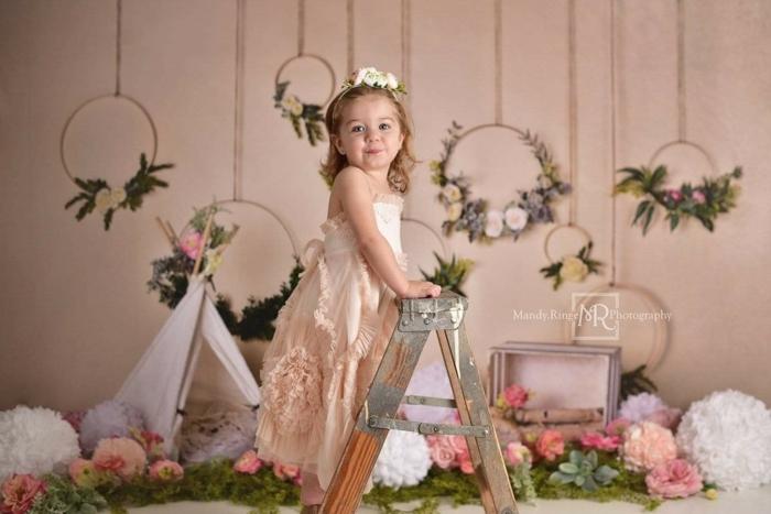 kleines mädchen im rosa kleid kinder fotografie kulissen mit blumen kaufen