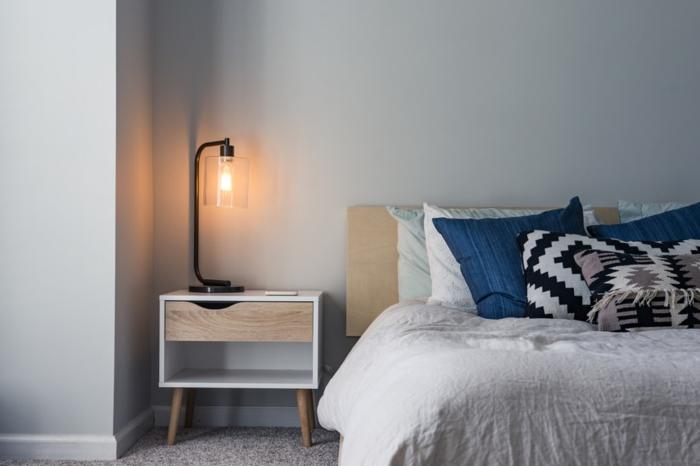 modernes schlafzimmer inneneinrichtung inspiration bett mit blauen kissen bett 90x200