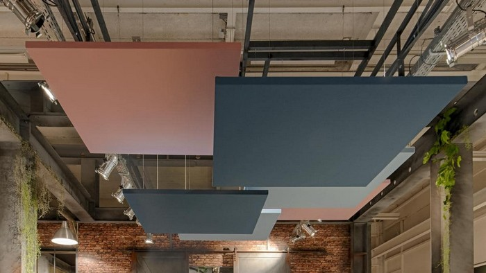 schallplatten raumakustik verbessern deckensegel aufhängen platten rosa grau raumakustik