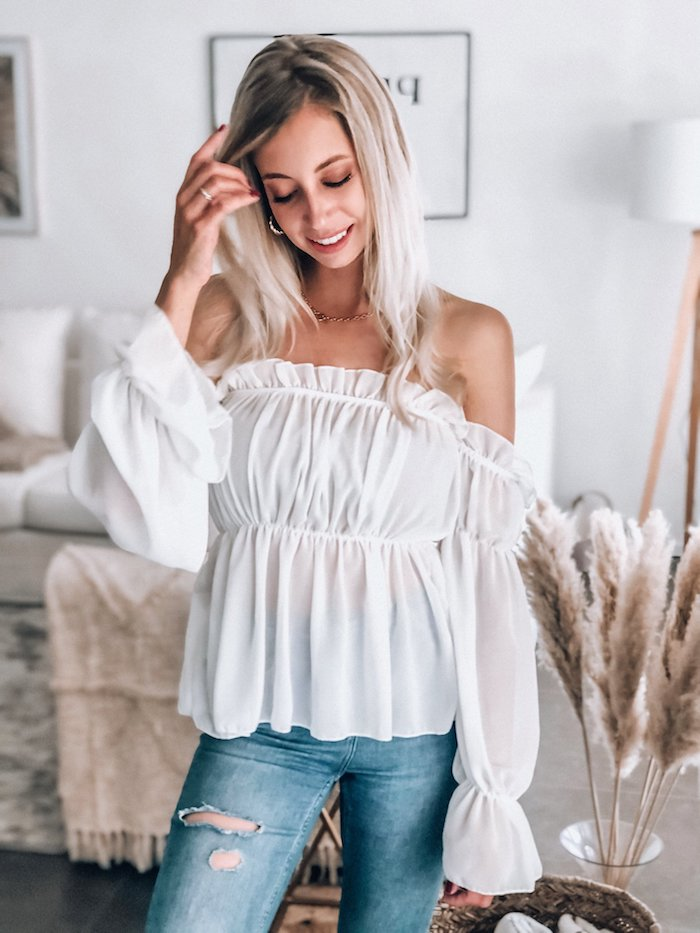 1 schulterfreies weißes top gerippte jeans elegante oberteile damen moderne outfits inspiration