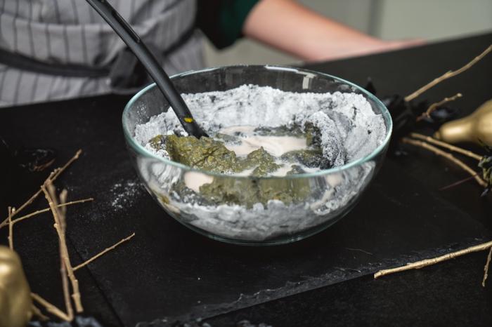 12 zubereitung von teig für brötchen mit kürbis mit aktivkohle kürbisbrot mit frischer hefe gruselige halloween rezepte selber machen