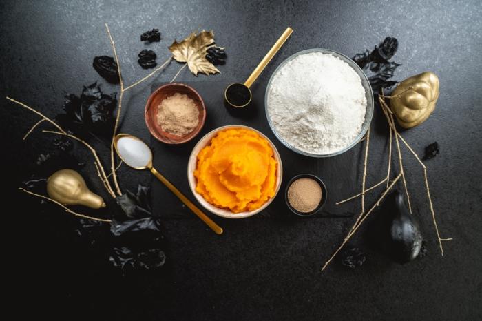 2 zutaten für kürbisbrot backen kürbis dinkelmehl hefe zucker leckeres brot aus kürbis selber machen halloween rezepte