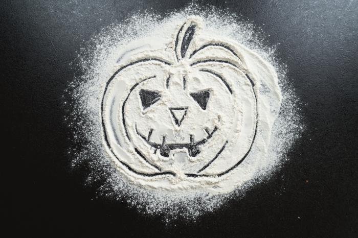 34 kürbskopf gezeichnet im mehl halloween kürbisbrot rezept selber machen leichtes rezept