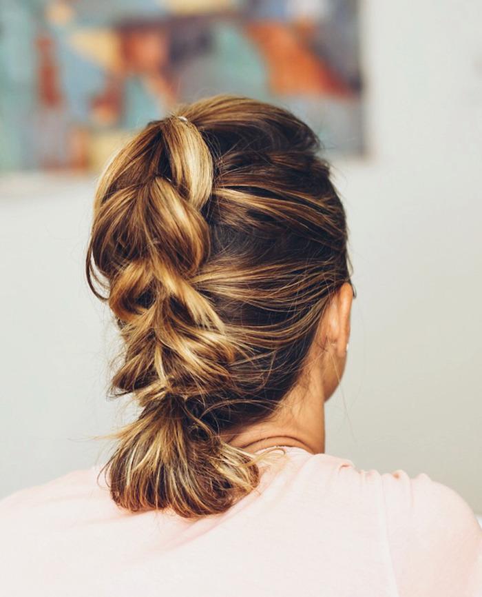 6 einfache frisuren für mittellanges haar selber machen hochgesteckte haare tutorial diy schritt für schritt erklärung braune haare mit blonden strähnen