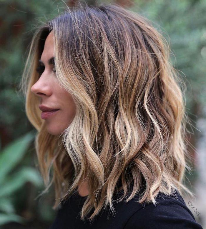 angesagte frisuren mittellange haare braun mit blonden strähnen gewellt ideen und inspiration für schulterlange haare