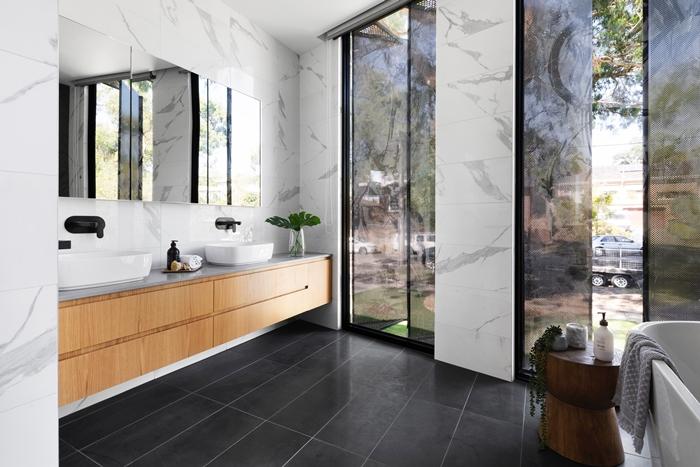 badezimmer einrichten trendige farben und materialien badezimmertrends 2021 marmor fliesen badgestaltung