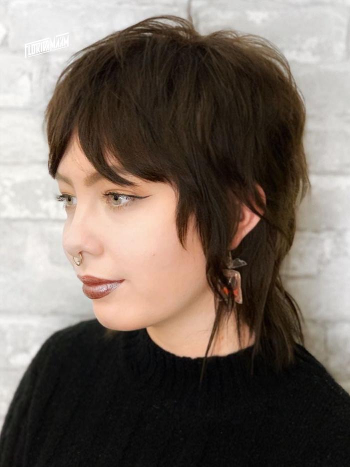 braune haare moderne frisuren 2021 vokuhila frisur mit pony inspiration und ideen kurzhaarschnitte