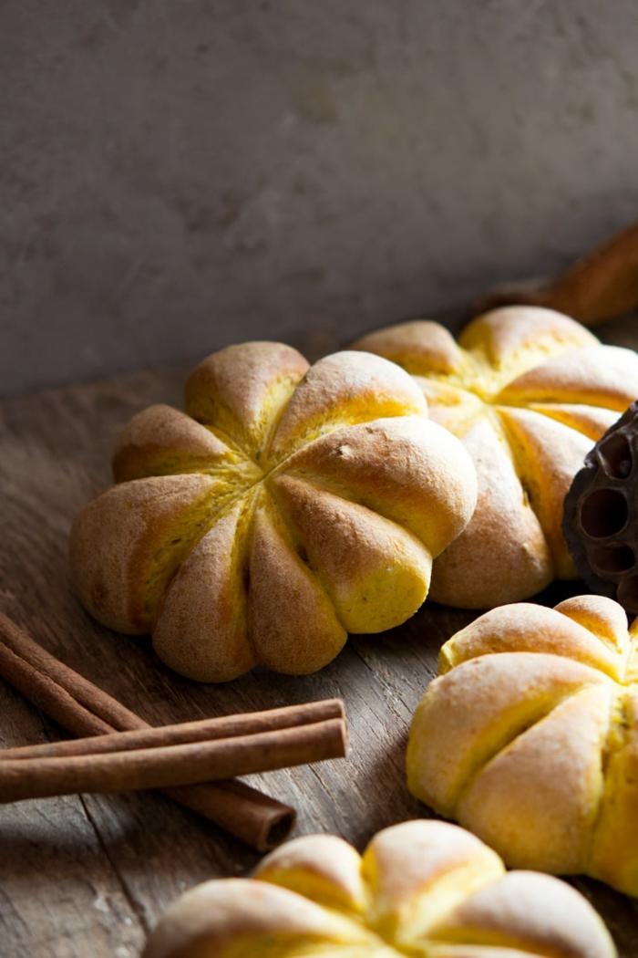 brot mit kürbis selber machen rezept diy kürbisbrot rezept mit frischer hefe zubereiten halloween