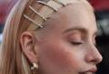 Blonde Strähne vorne – Der Haarfarben Trend des Jahres