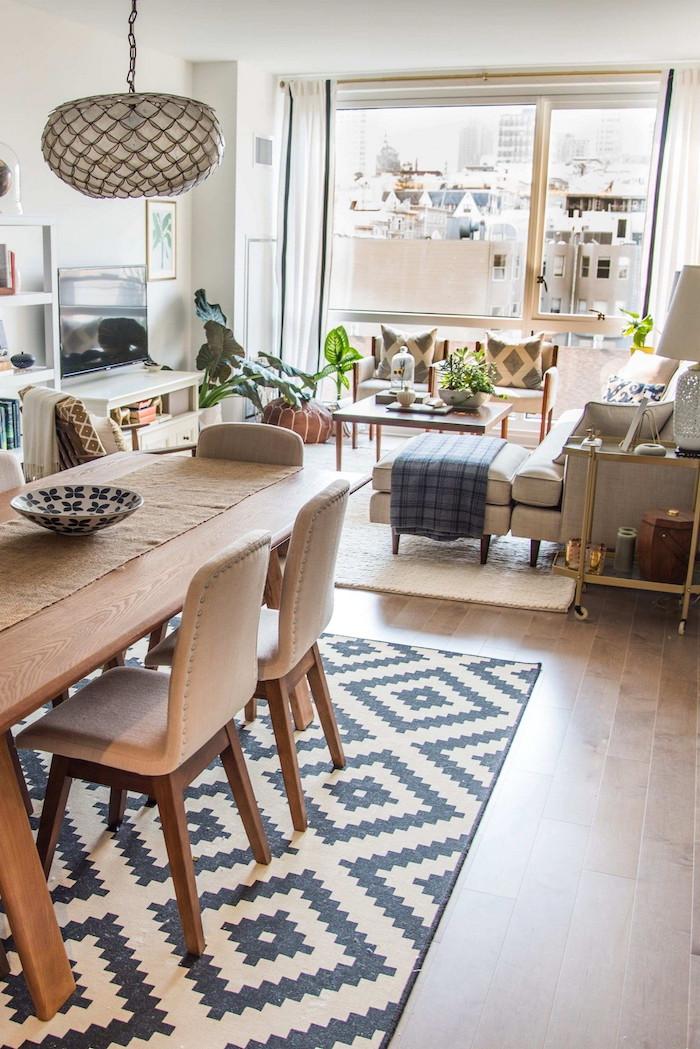 dekoration ideen offenes konzept kombiniertes wohn esszimmer einrichten beige farben mit holzakzente geometrischer teppich