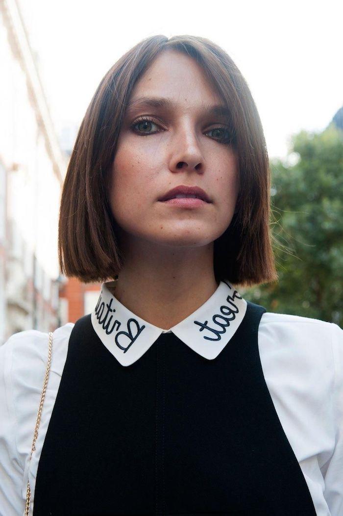 dunkel braune haare kurzer haarschnitt bob schneiden moderne kurzhaarfrisuren weißes hemd schwarze weste geschminktes gesicht