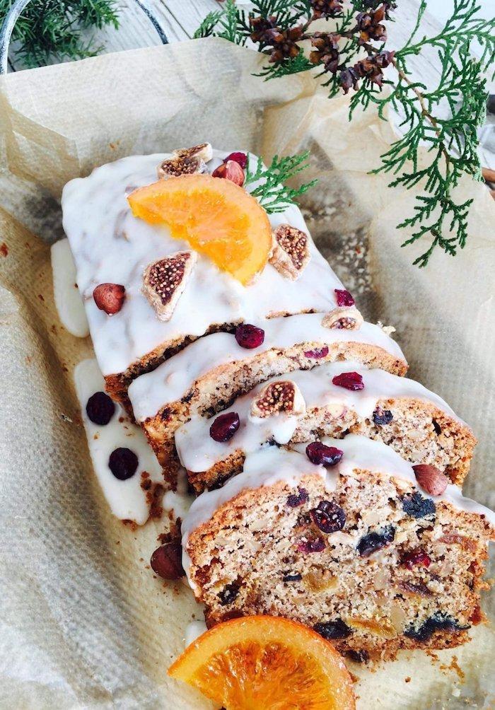 ein kuchen mit kandierten früchten kandierte früchte selber machen geschnittene frische orangen weichnaten kochen desserts zum weihnachten ideen