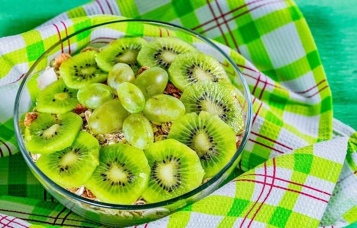 eine grüne decke kandierte früchte selber machen eine schüssel aus glas kandierte kiwi selber machen rezept