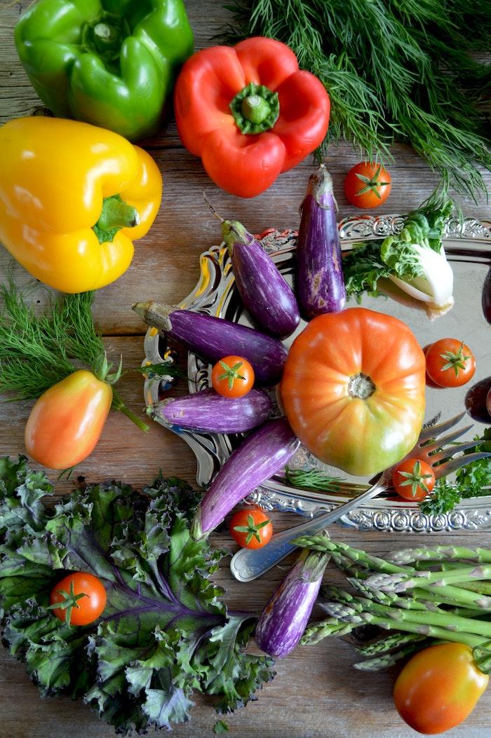 firsche gemüse was kann man für salate zum grillen machen grüne rote und gelbe paprikas