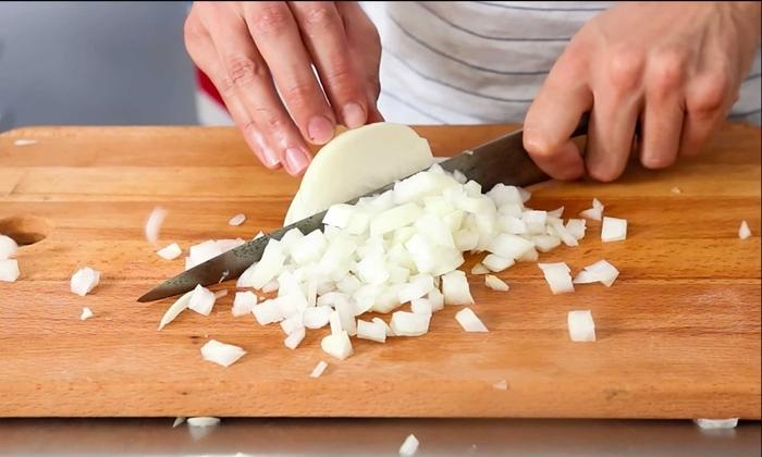 französische zwiebelsuppe rezept einfach und schnell zwiebel schneiden leckeres mittagessen
