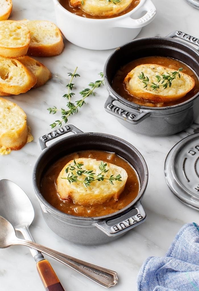 französische zwiebelsuppe rezept gesunde suppe mit zwiebel bruschetta und käse