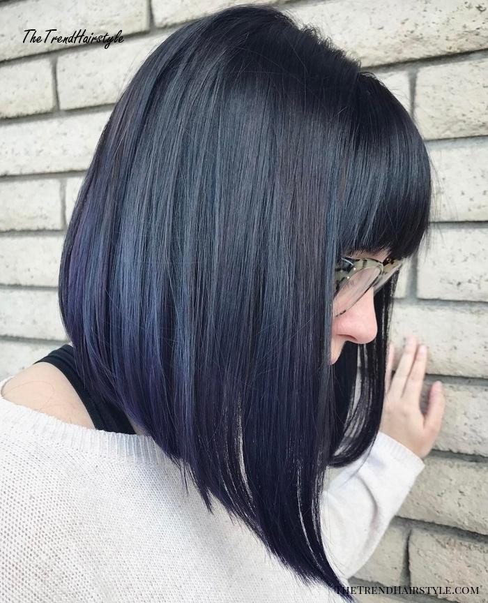 frech frisuren bob kurz stufig hinten schwarze haare mit blauen spitzen trandige haarschnitte