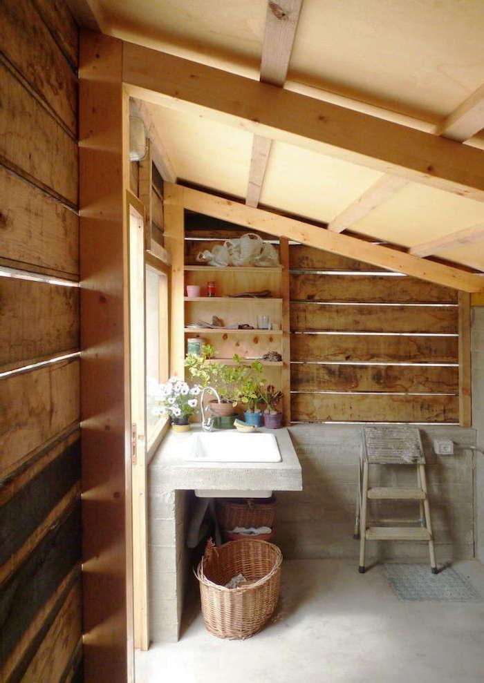 gartenhäuser aus holz inspiration für die inneneinrichtung wie sie ihr gartenhäuschen umwandeln können interior ideen und inspo