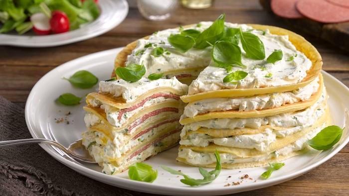gefüllte pfannkuchen herzhafte pfannkuchen vegetarisch spinatpfannkuchen torte mit creme frisches basilikum