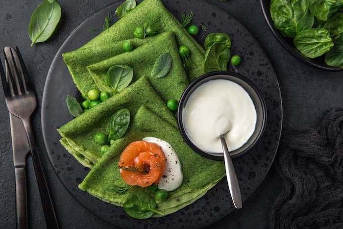 gefüllte pfannkuchen spinat gefüllte pfannkuchen spinat joghurtcreme grüne halloween pfannkuchen mit spinat