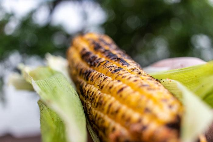 gegrillter maiskolben rezepte mexikanische gerichte mit gegrilltem maiskolben und paprikas und käse